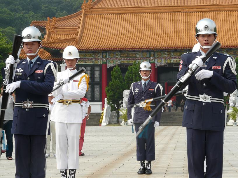 台北 「忠烈祠」儀仗兵の交代式...